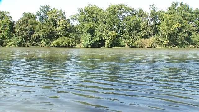 5 Safe After Boat Capsizes Below Oologah Dam