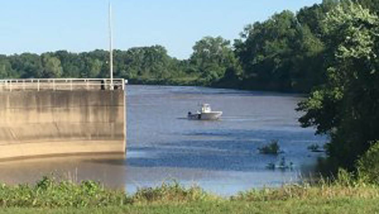 Search Underway For LeFlore Co. Couple After Boat Overturns In Arkansas River