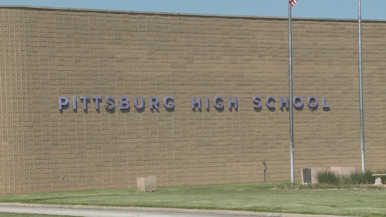 Kansas Principal Resigns After Student Newspaper Questions Credentials