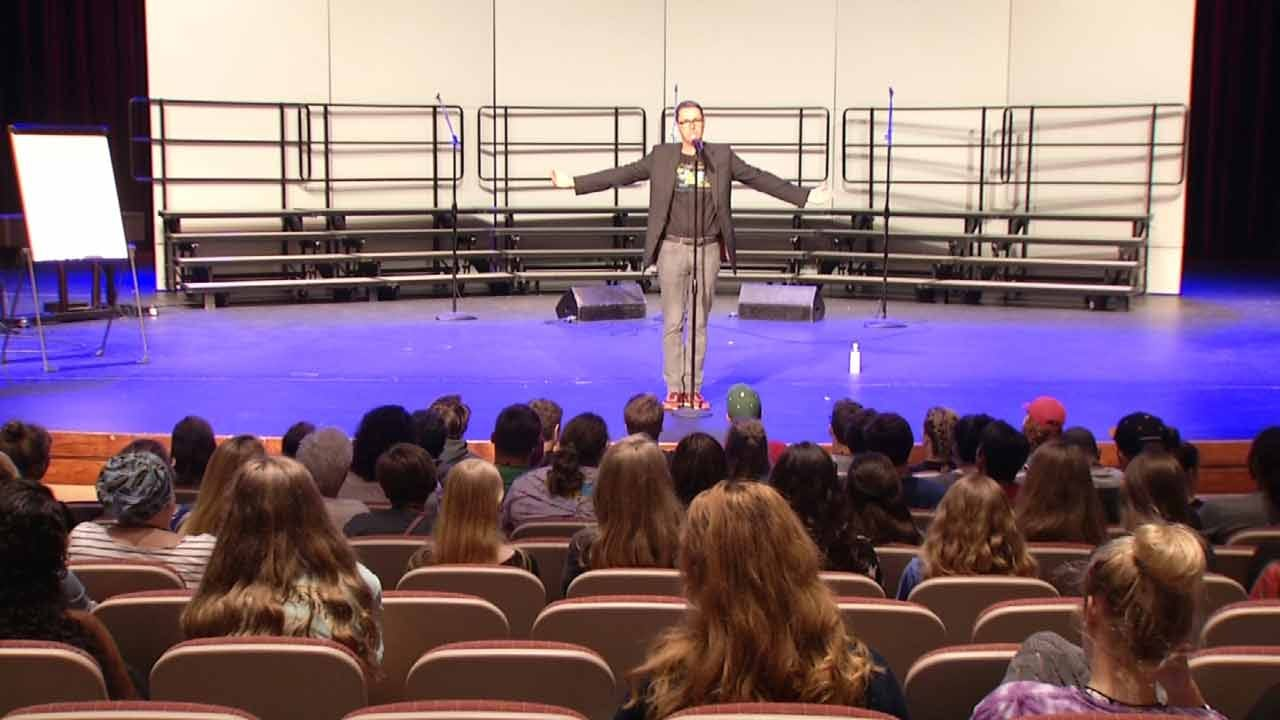 Enthusiastic Students Learn From 'Pitch Perfect' Musical Director In Tulsa