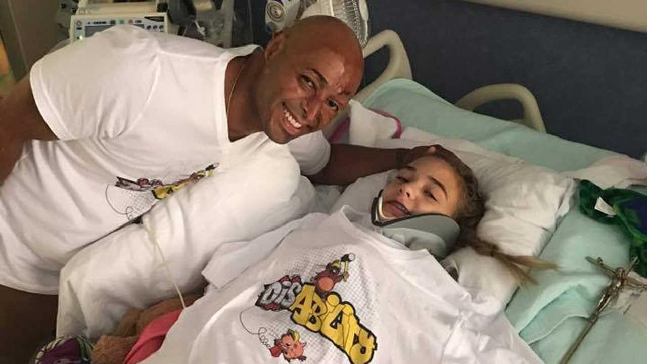Actor, Motivational Speaker J.R. Martinez Visits Jenks Crash Survivor