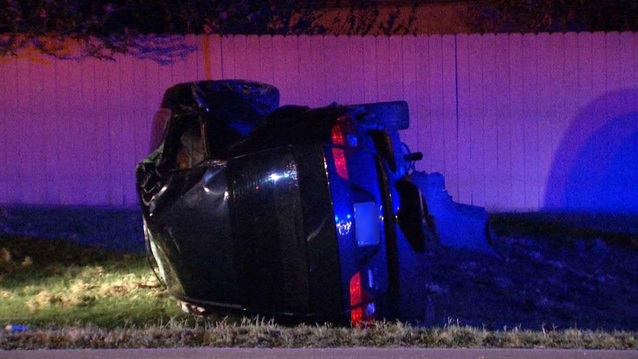 Police: Car Hits Tulsa Power Pole, Driver Runs Off