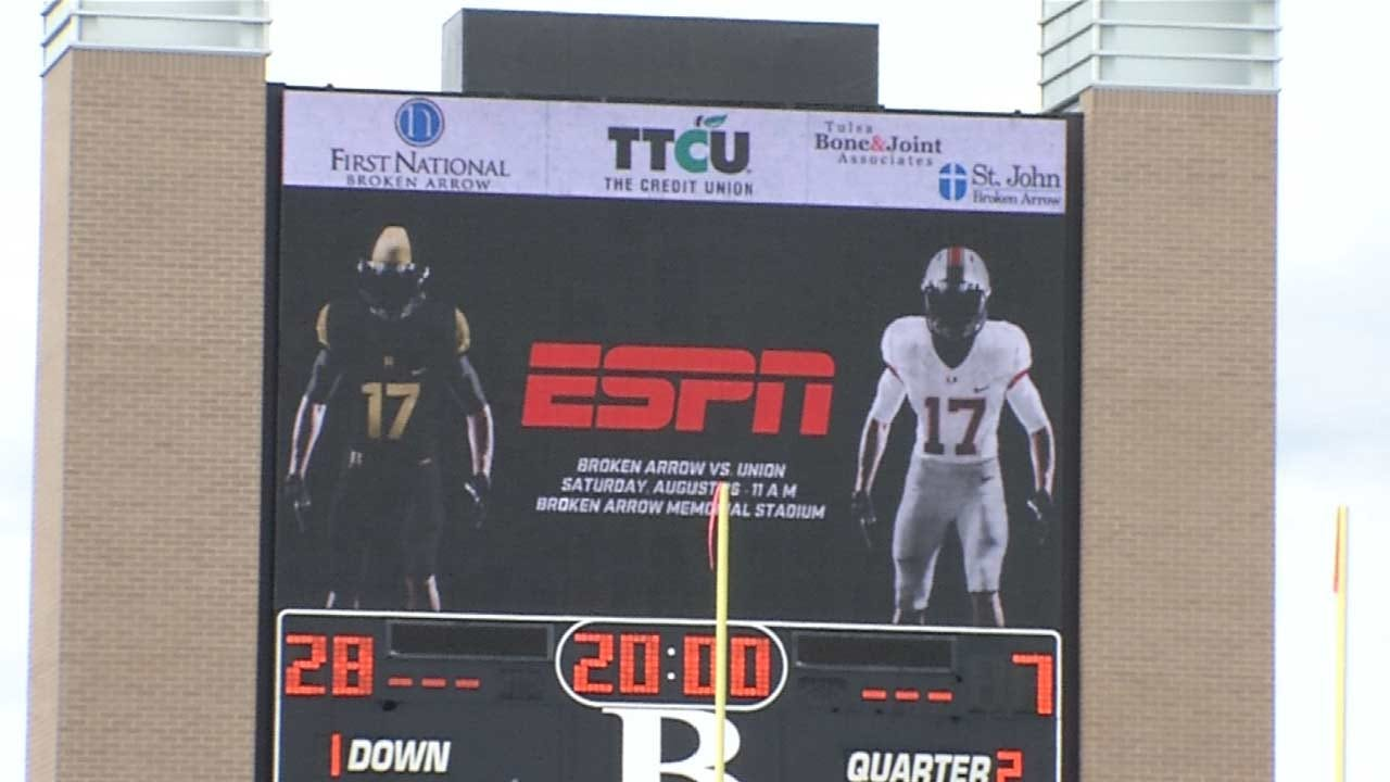 Broken Arrow, Union Football Teams Take National Stage Saturday