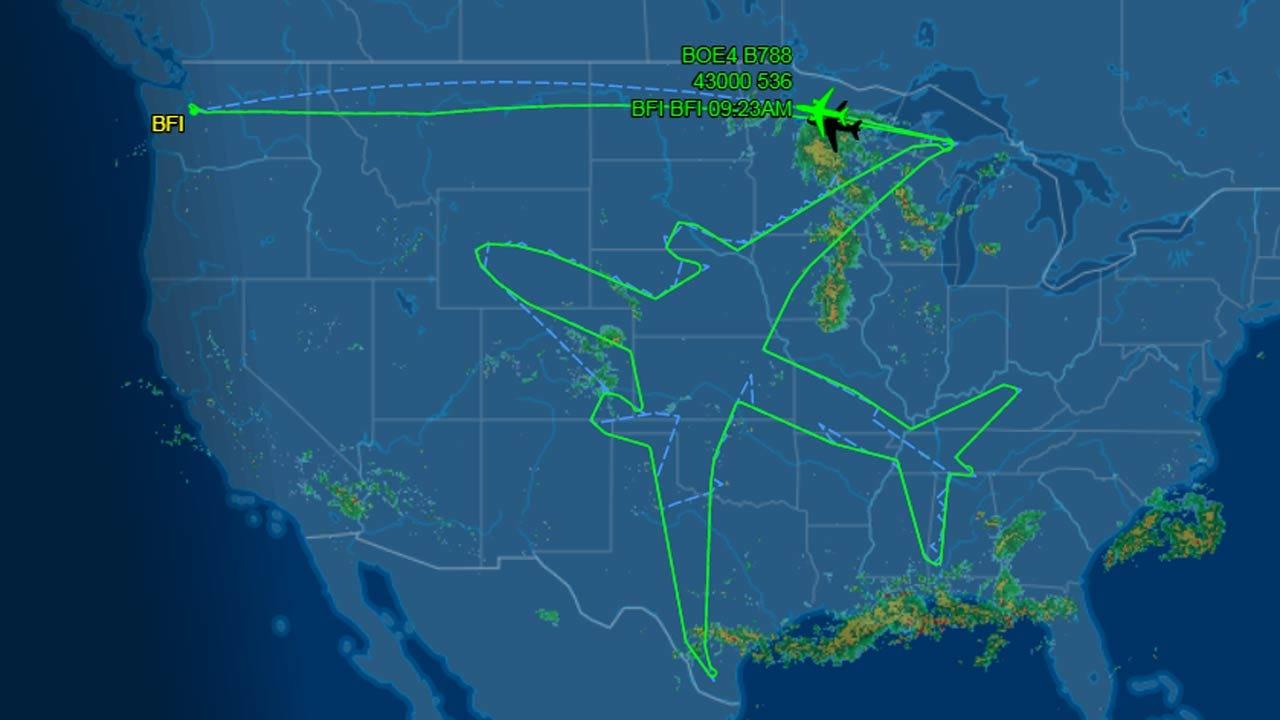 Boeing Dreamliner 'Draws' Massive Plane Over Oklahoma, US