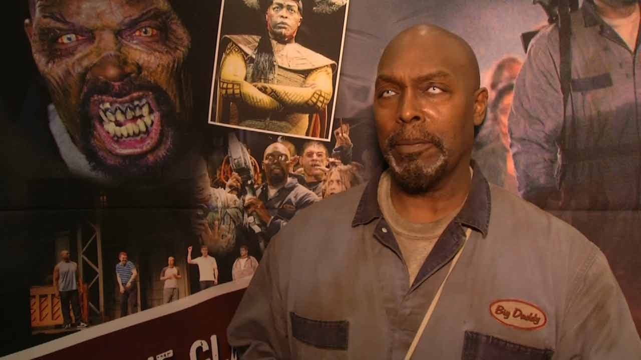 Zombie Fans Shuffle Down To Tulsa Walker Stalker Convention