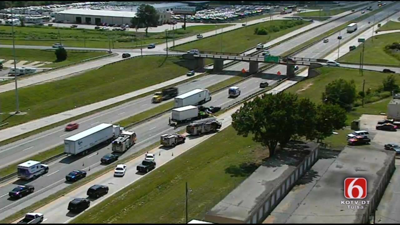 Teen Critically Hurt In 6-Vehicle Wreck On I-44 In Tulsa