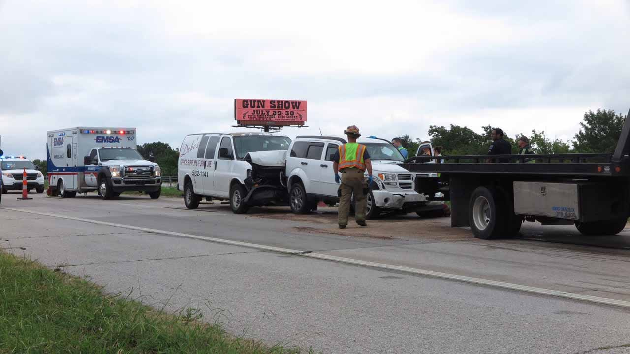 One Injured In 3-Vehicle Wreck On Tulsa Highway