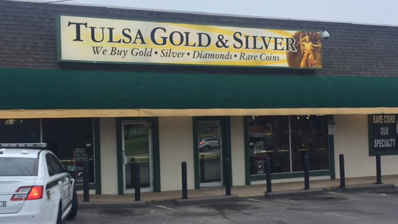 Police: Man Steals Over $100K In Jewelry, Rare Coins From Tulsa Store