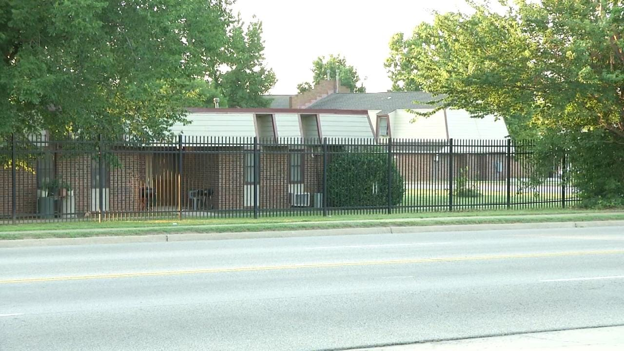 Man Arrested Following Home Invasion, Stabbing At Tulsa Apartments