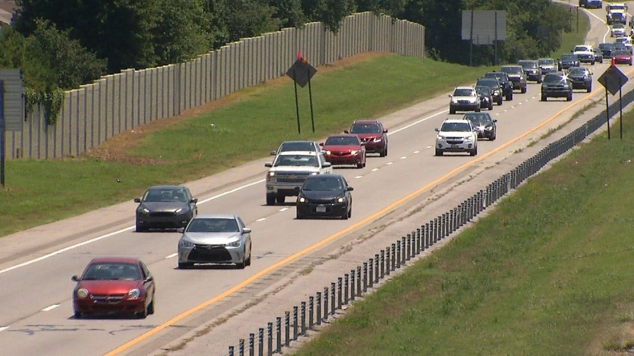 New Highway Signs Remind Oklahoma Drivers Left Lane Is For Passing