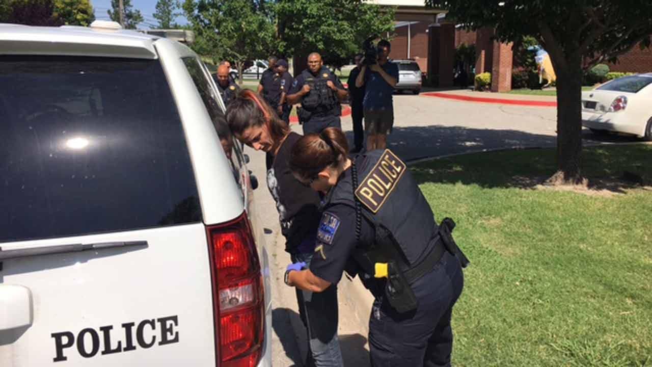 Tulsa Police Arrest Man, Woman After Brief Pursuit