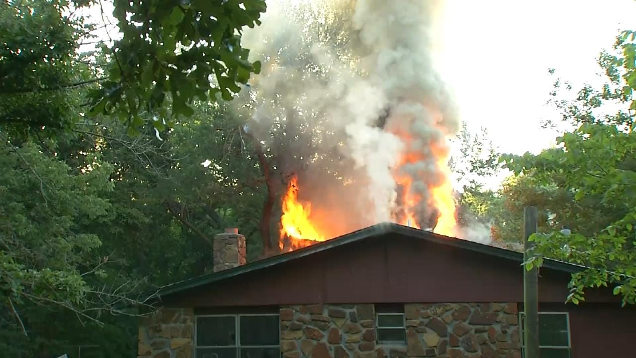 Family Of 8 Escapes House Fire In Catoosa