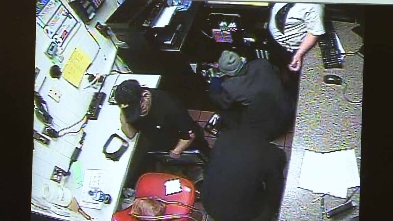 Police Investigating Gang Members Robbing Tulsa Restaurants