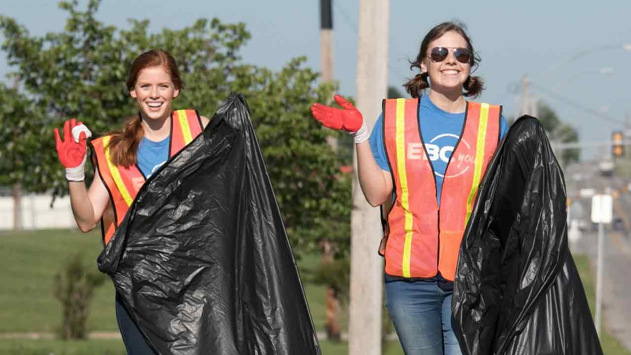 Eastland Baptist Church Youth Group Cleans Up Tulsa