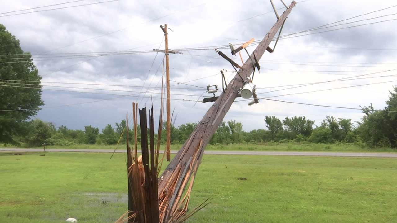 Downed Power Pole Leaves Checotah Area In The Dark