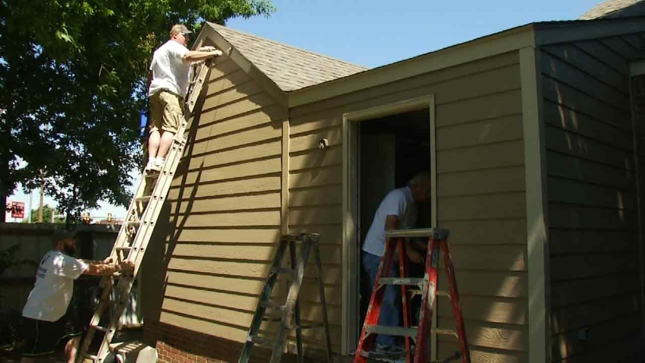 Sherwin-Williams Volunteers Paint Tulsa Habitat House