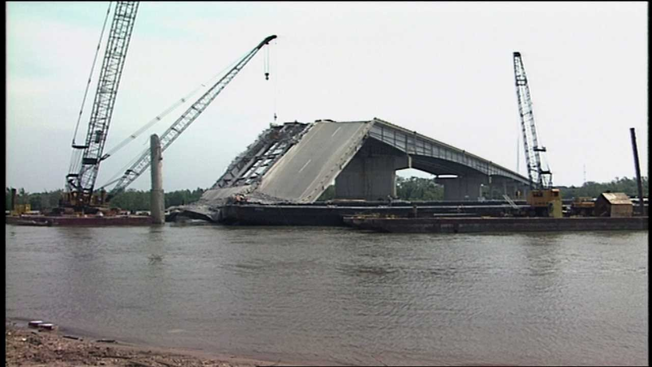 Survivor Remembers Fatal Webbers Falls Bridge Collapse 15 Years Later