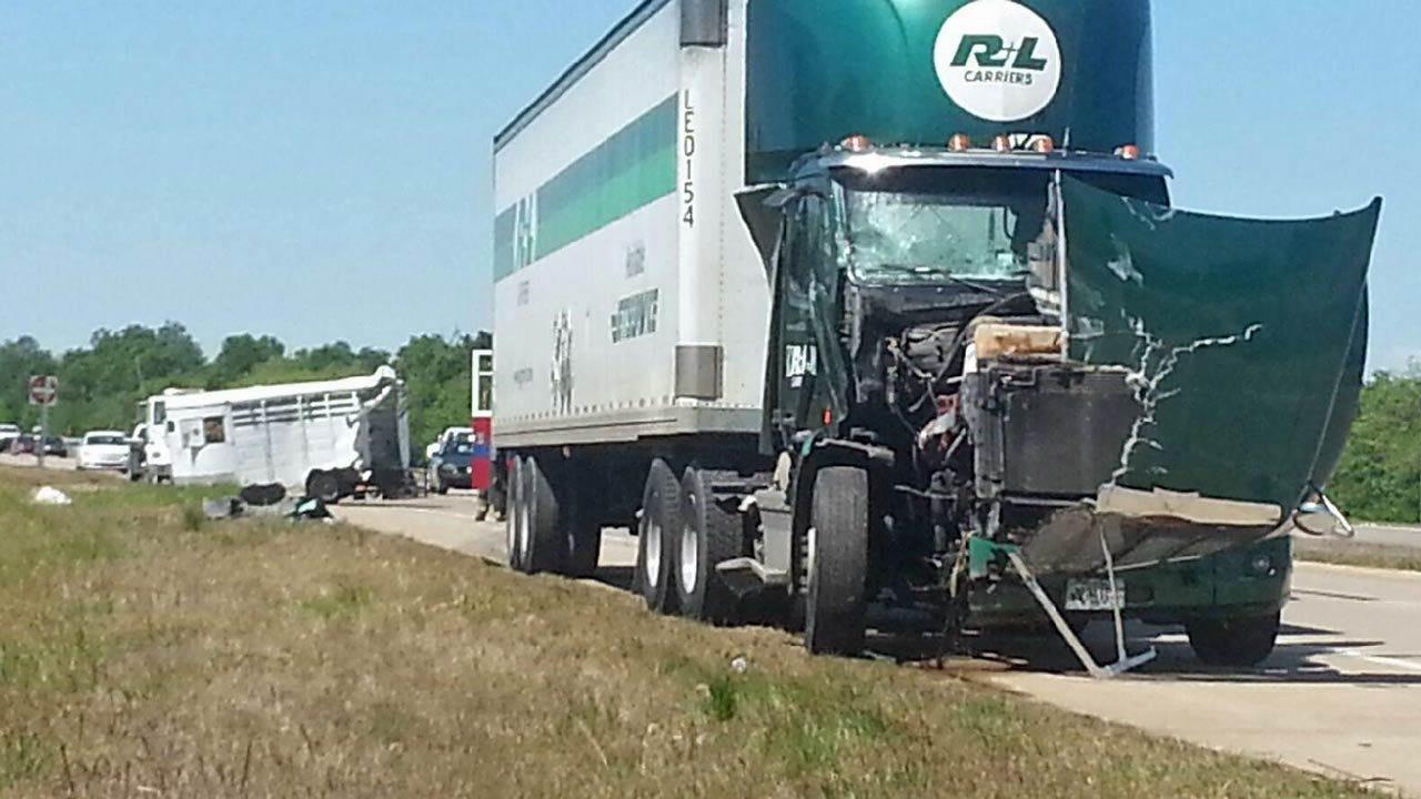 Horse Trailer Wreck Blocks Traffic Near Collinsville