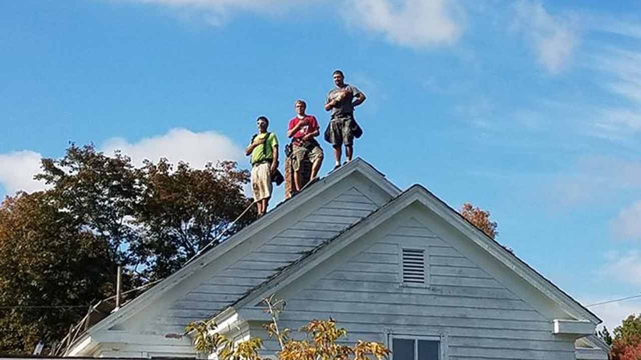 Patriotic Roofers Photo Shared Across Country