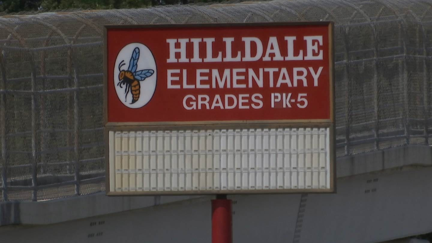 Green Country Parents Show Support For Teacher After Resignation