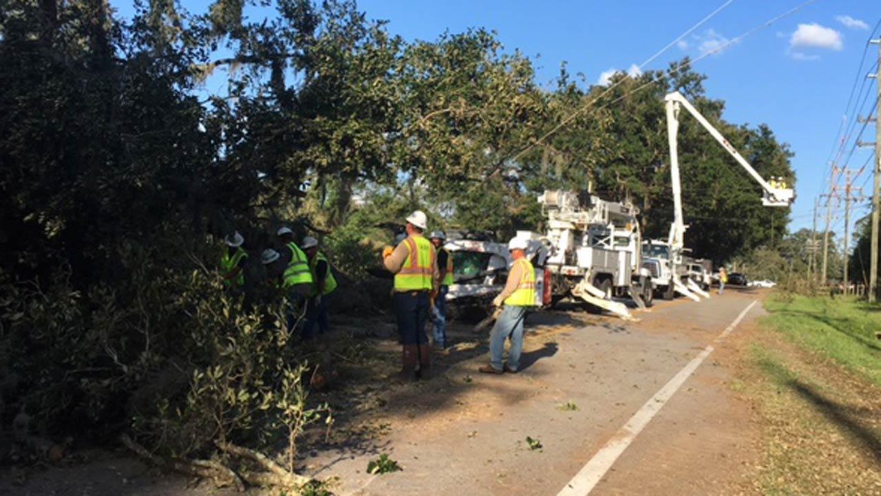 Oklahoma Linemen Continue Work In Florida