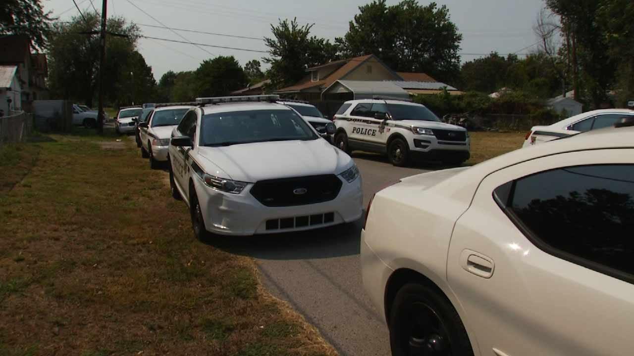 Handcuffed Burglary Suspect Steals Tulsa Police Car