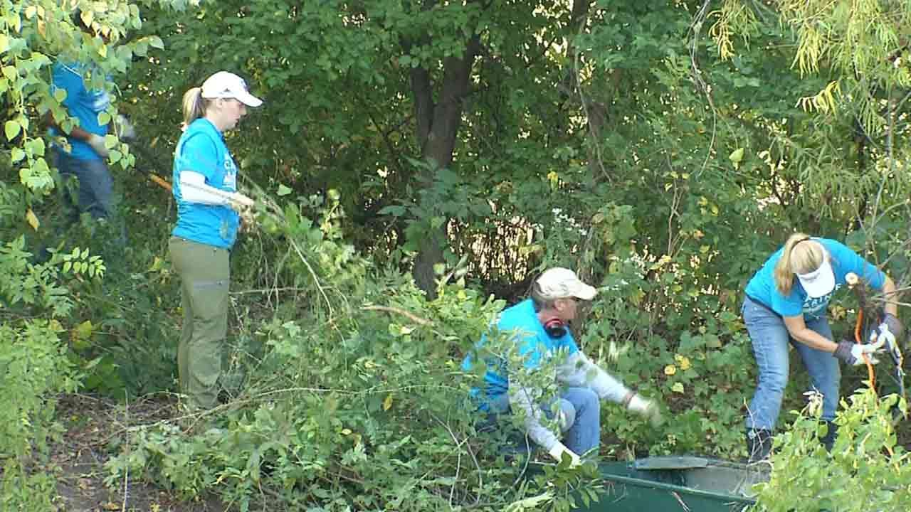 Local Employees Give Back On United Way's 'Day of Caring'