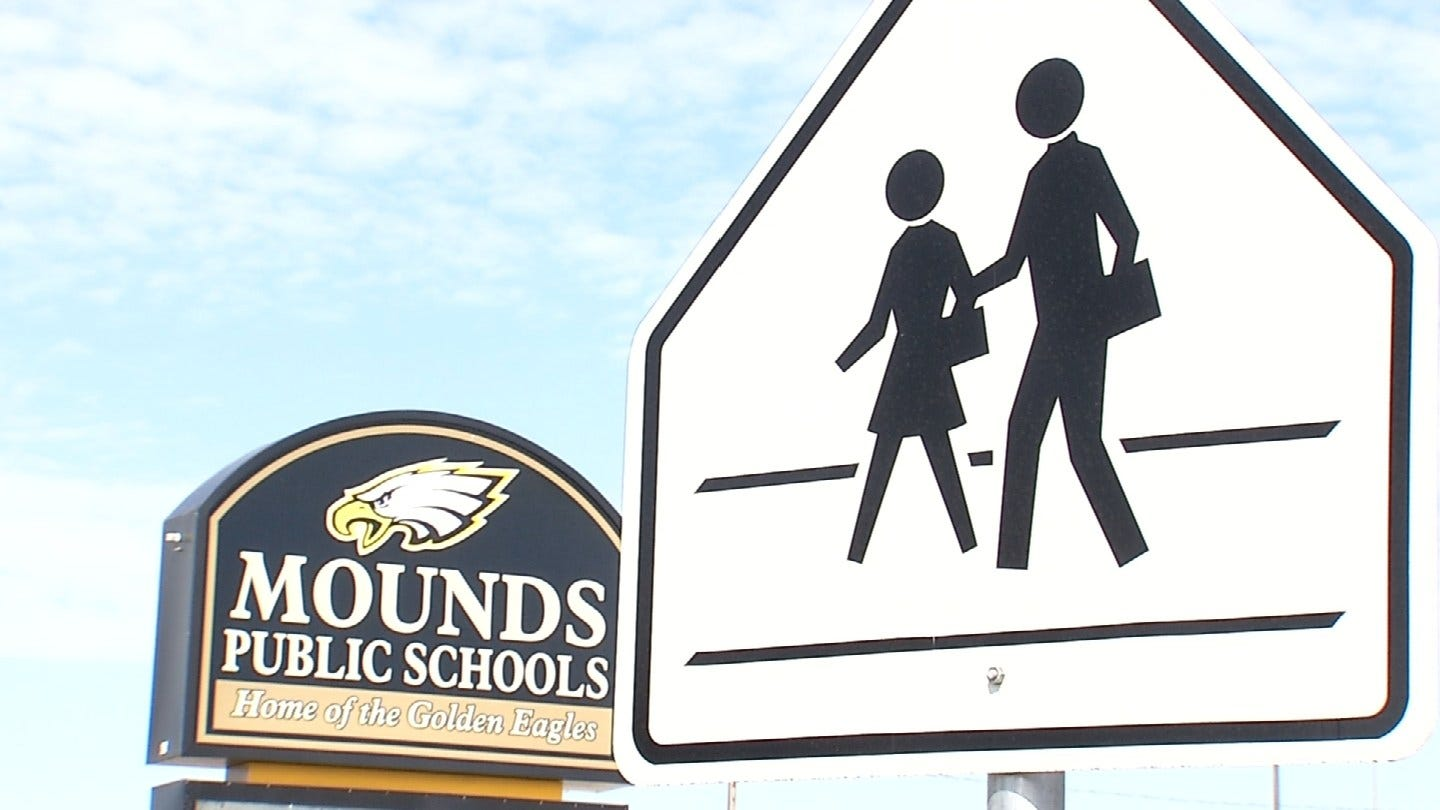 Mounds Teacher Investigated For Alleged Inappropriate Contact With Student