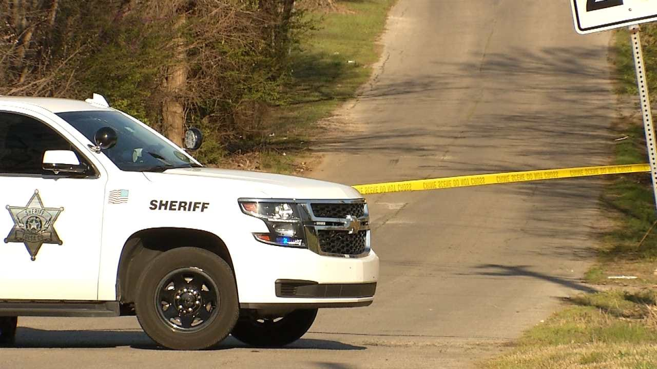 Tulsa Deputies Search For Two After Man Is Shot In Leg