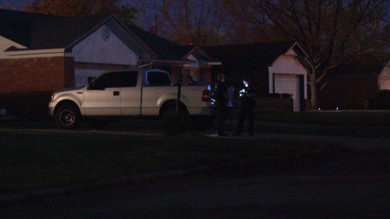 Man Assaulted, Robbed Outside Tulsa Home