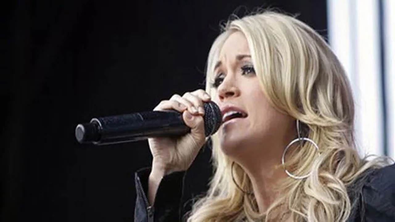 Carrie Underwood Tweets Support For Oklahoma Teachers