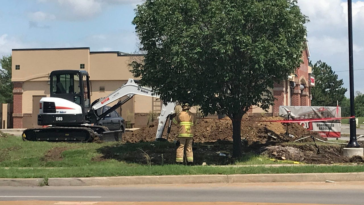 Gas Line Hit Near Pine And Peoria