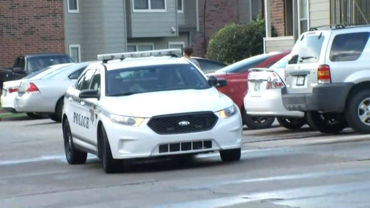 Police Look For Two Men After Tulsa Apartment Armed Robbery