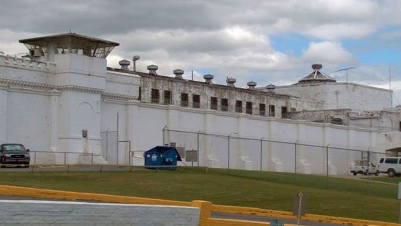 Department Of Corrections Pushing For Cell Phone Jammers At Oklahoma Prisons