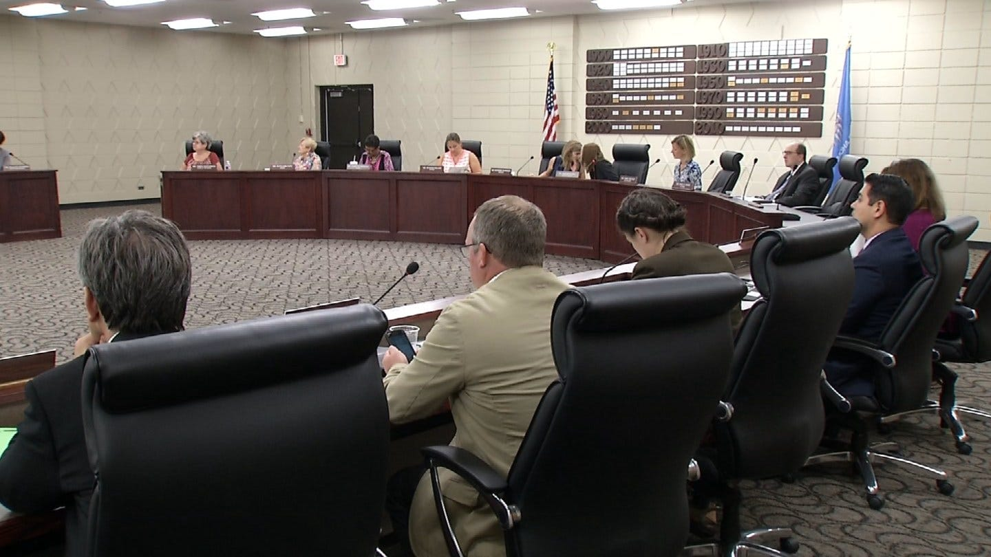 TPS School Board Renews Controversial Contract With Consultant