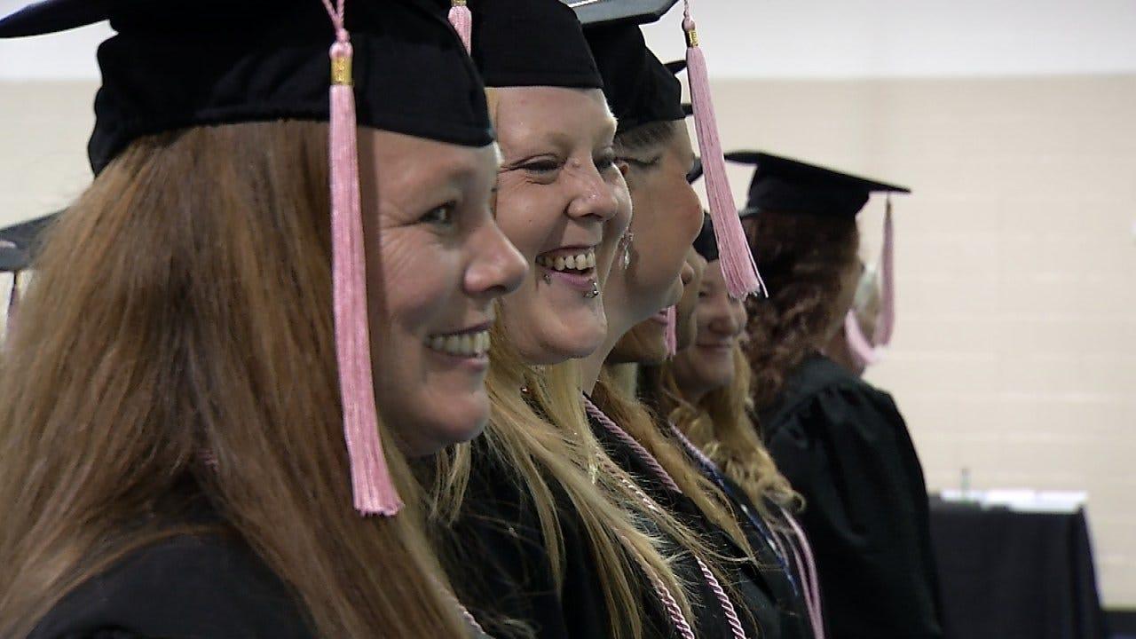 Tulsa Inmates Graduate From Muddy Paws Grooming Program