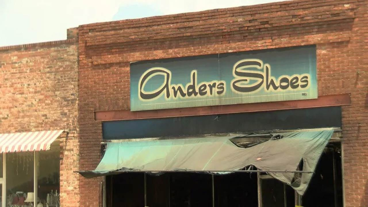 Man Arrested For Fire That Destroyed Miami's Anders Shoe Store