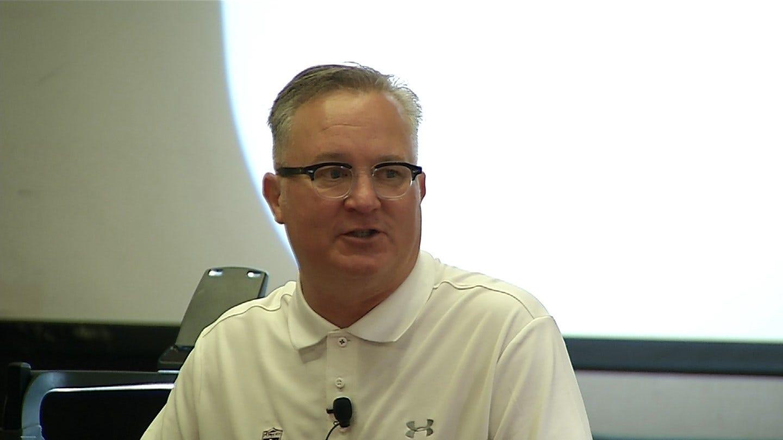 Barry Hinson Speaks At Oklahoma Coaches Clinic