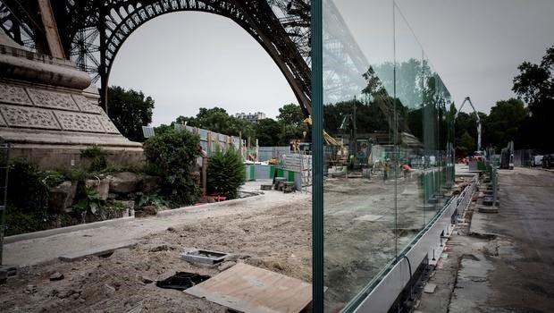 Authorities Build Permanent Security Belt Around The Eiffel Tower