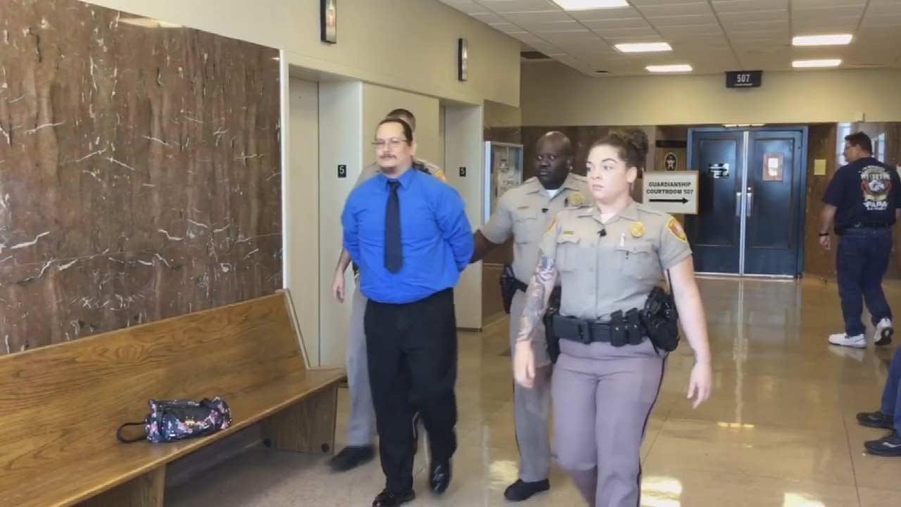 Tulsa Man Accused Of Sexually Abusing 2 Girls Takes Stand