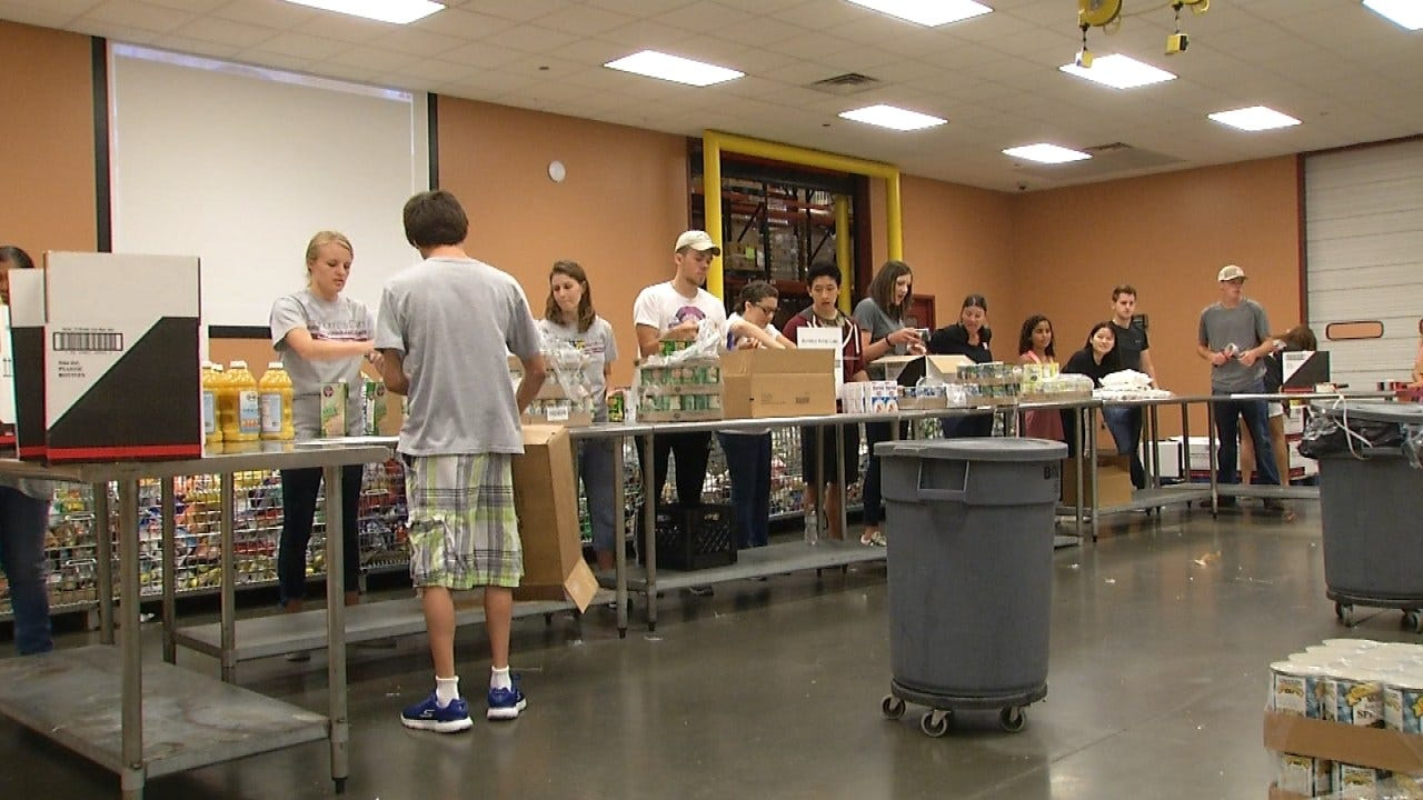 News On 6 Volunteers Pack 'Food For Kids' Meal Boxes
