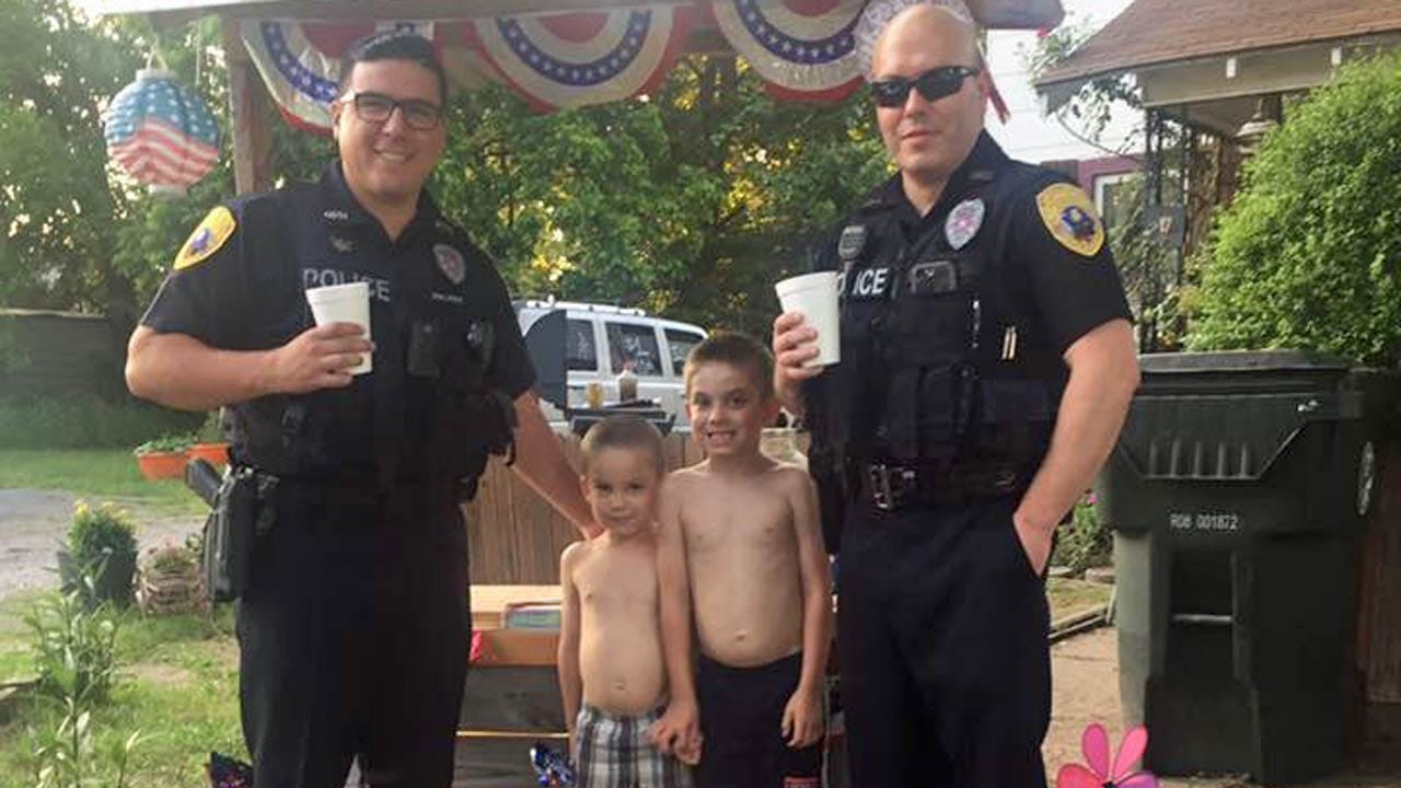 Okmulgee Police Enjoy Cold Drinks From Local Lemonade Stand
