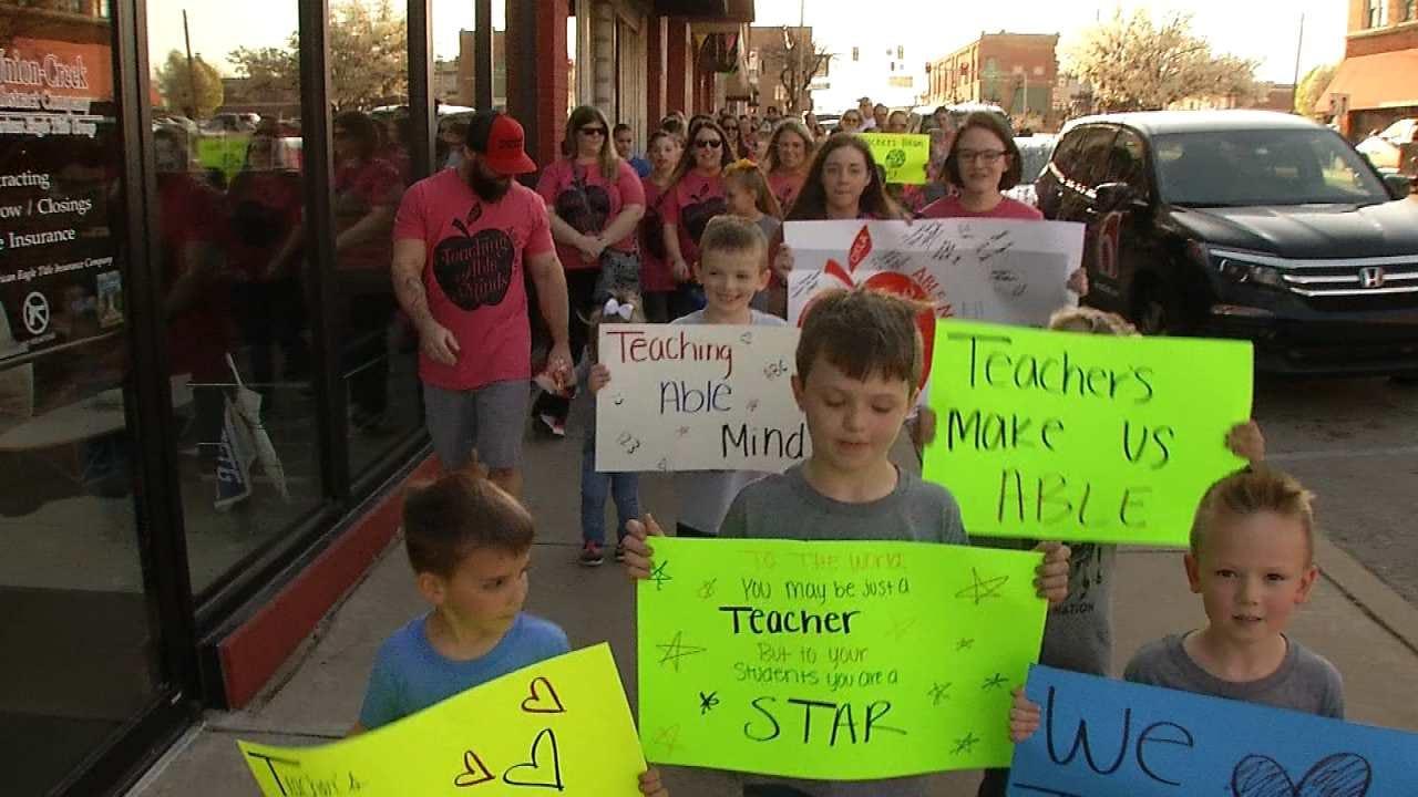 Sapulpa Walk Shows Support For Teachers