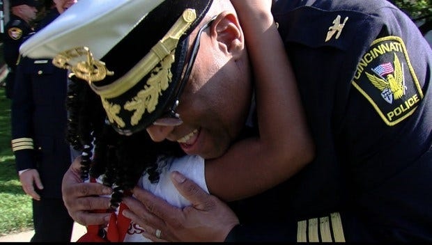 8-Year-Old Girl On A Mission To Hug Police Officers All Across The U.S.