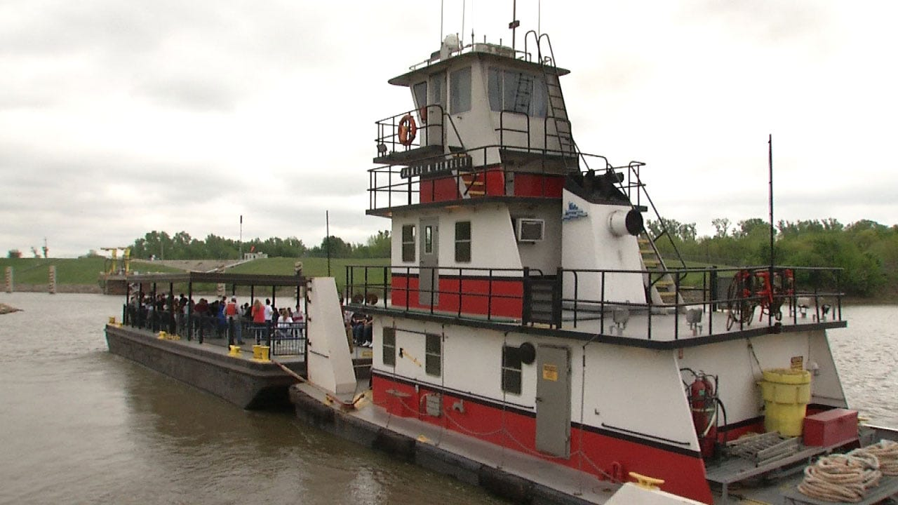 Oklahoma Students Inspired By Port Of Catoosa Tour