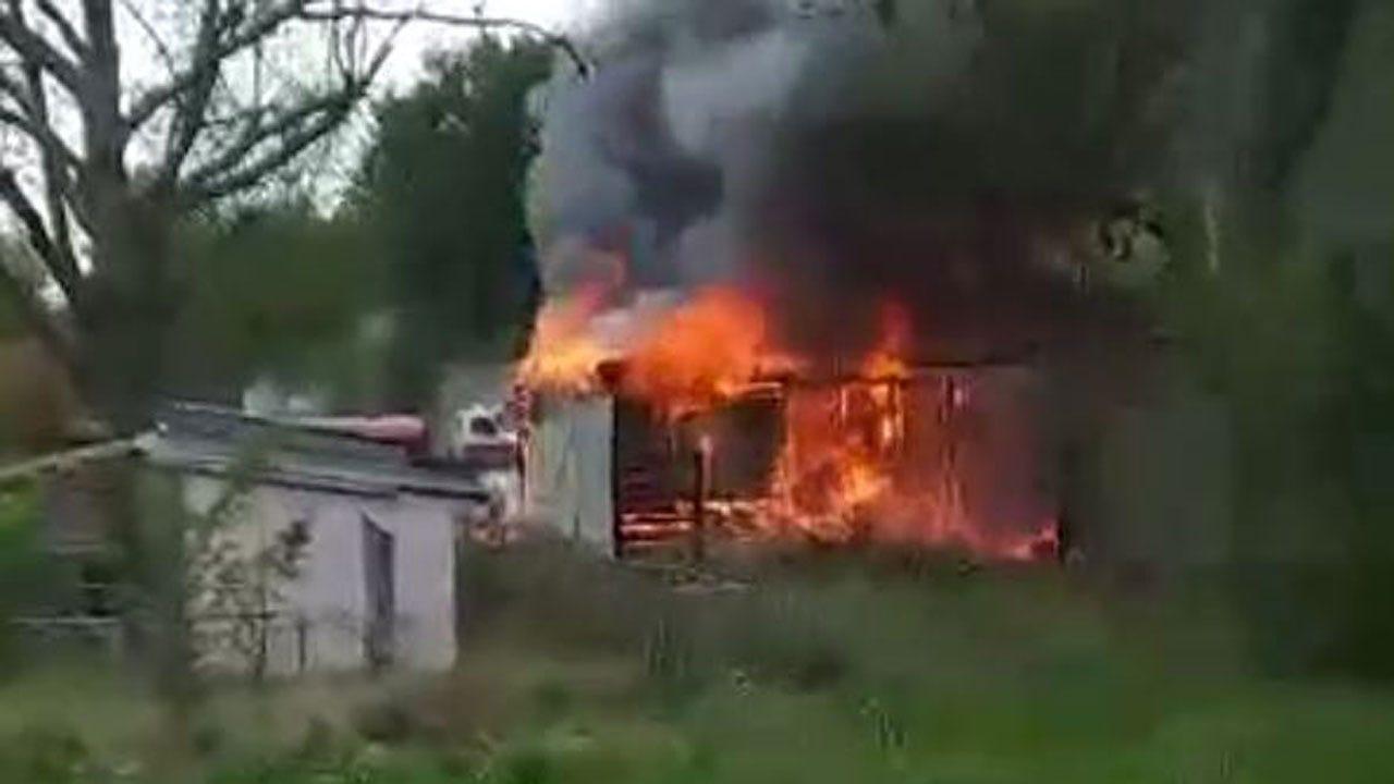 Sperry Crews Fight Garage Fire