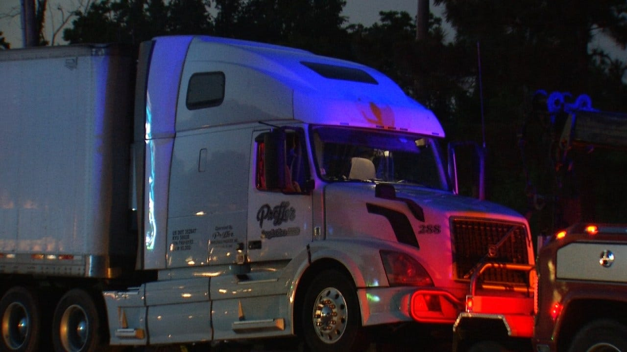 Tulsa Police Arrest Naked Hit And Run Truck Driver