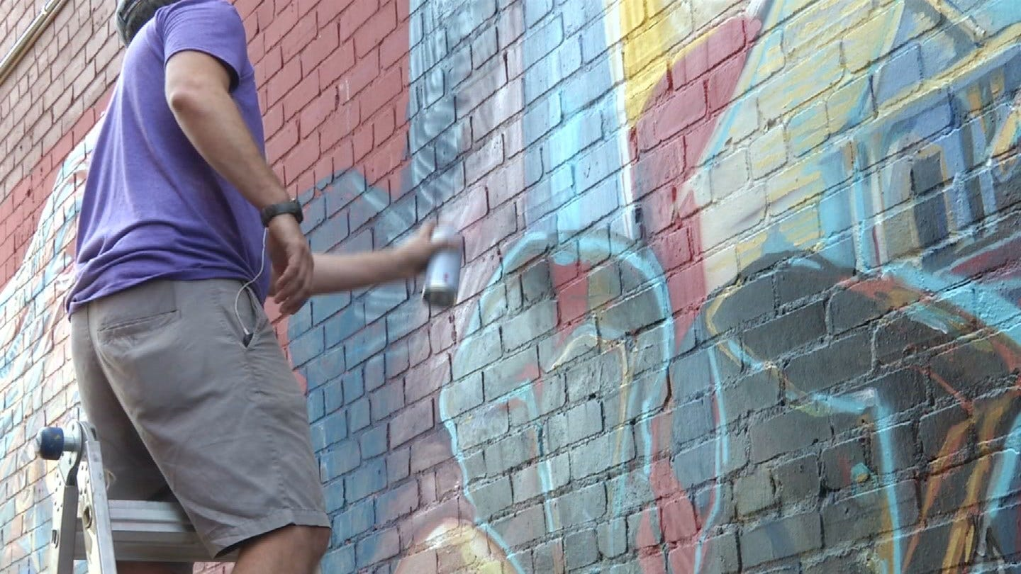 Tulsa Mural Brings Attention To Homelessness
