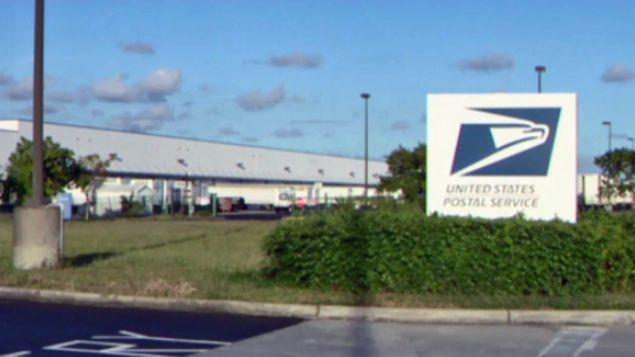 Feds Look On Florida Postal Facility In Hunt For Package Bomb Culprit