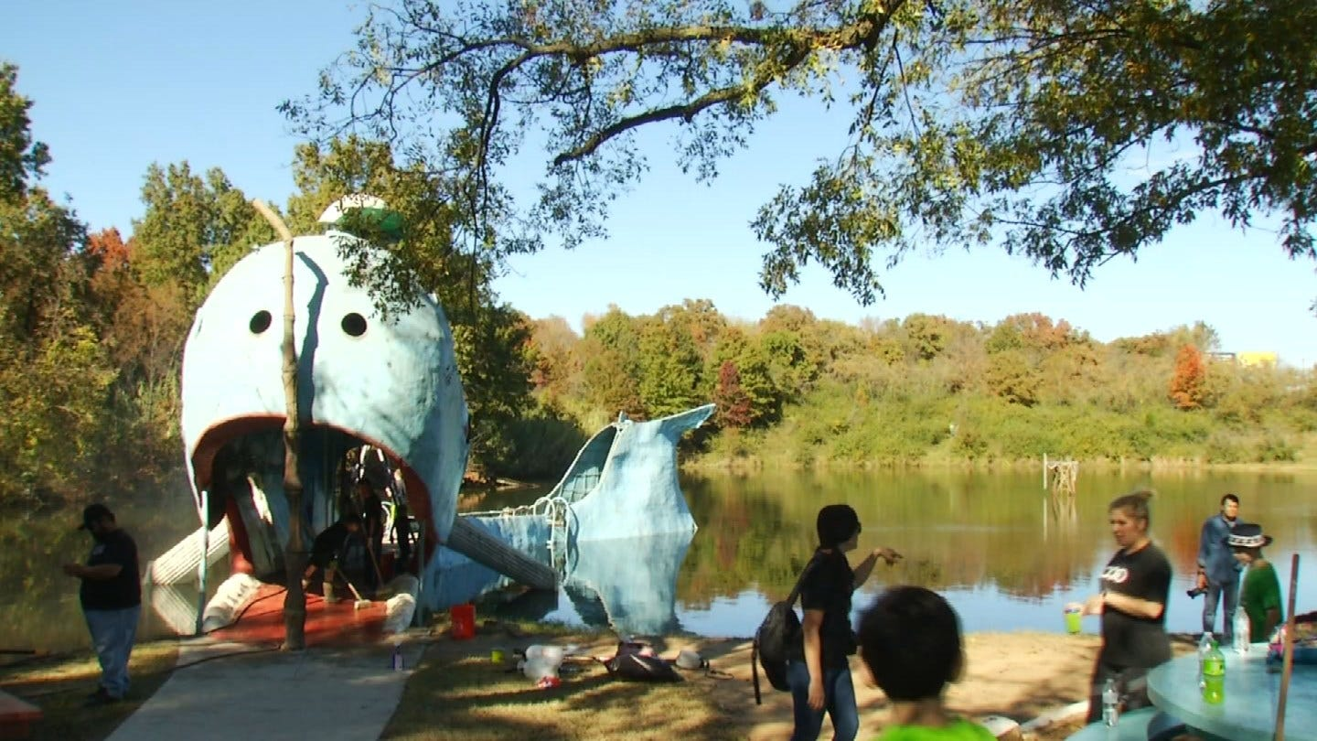 Volunteers Work To Restore The Blue Whale Of Catoosa